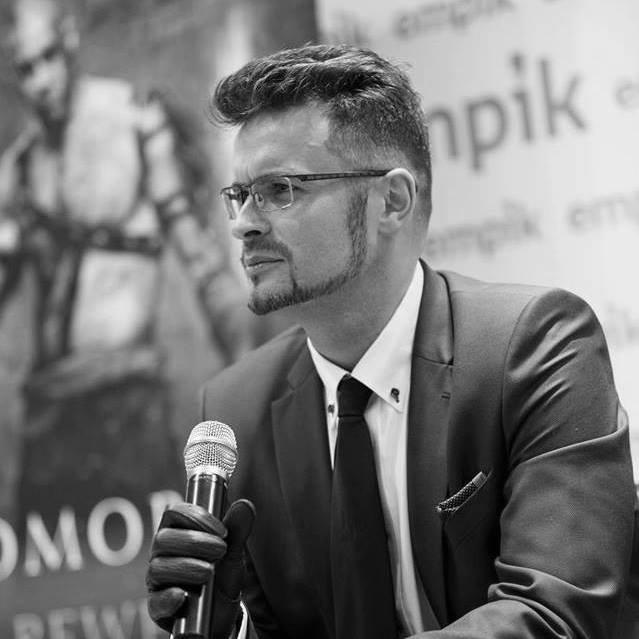 Michał Gołkowski na spotkaniu autorskim, 2017 - (c) Fabryka Słów